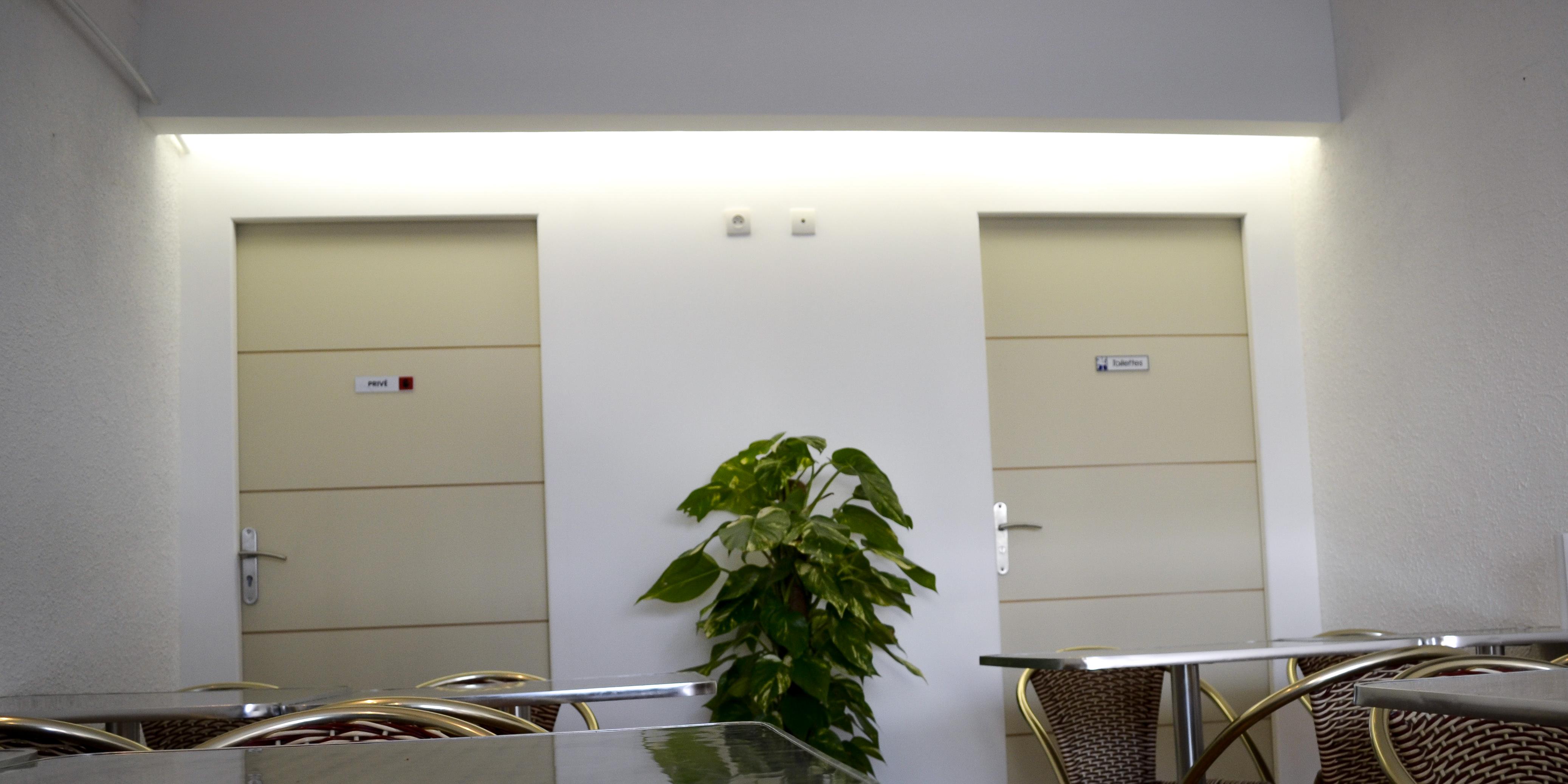 Création cloison placo-plâtre, avec intégration lumière (création sur mesure d